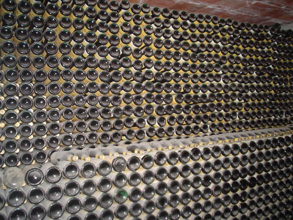 Someliéři testovali až 130 let stará vína. Lahev by mohla stát i 750 tisíc