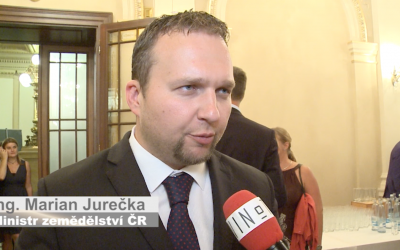 Ministr zemědělství Jurečka: Nejlepší je mešní víno-jeden pije a ostatní zpívají