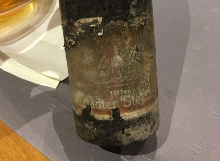 Otevření lahve moselského rieslingu  ročník 1917