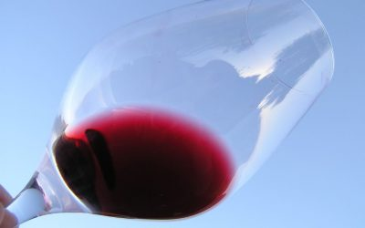 Červené víno chutná jako kofila, vinař do něj přidal kávu