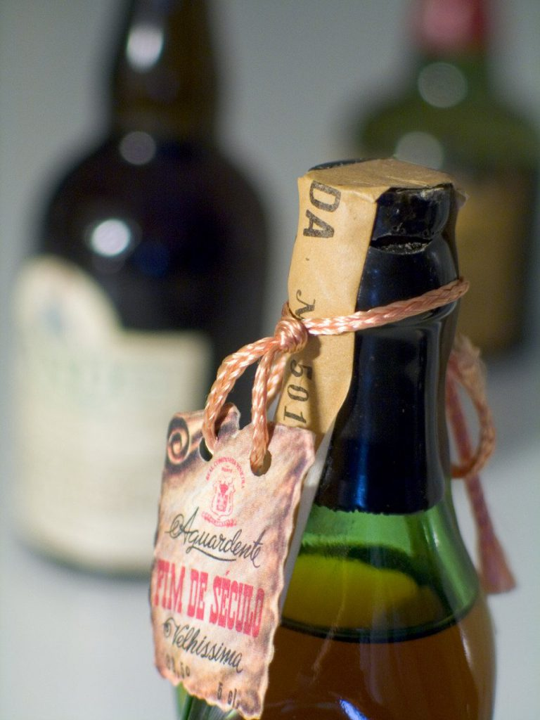Gruzínci pili víno už v neolitu. Teorii potvrdily džbány staré 8 tisíc let