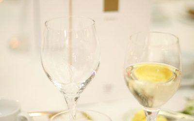 Víno ze svatby jde na dračku